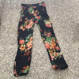 Super cute floral pants!!